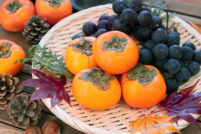 柿とブドウ