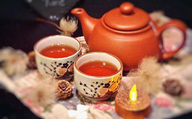 温かいお茶とキャンドル